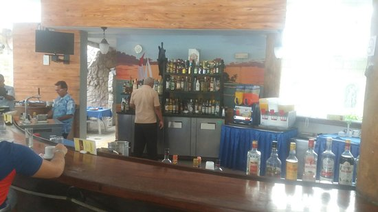 Fiesta Americana Holguin Costa Verde: 24 hour bar and one of the coffee areas