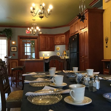 Saint-Ubalde, Canada: Dining and kitchen open air