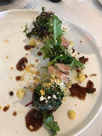le magret en gravlax, fins copeaux de foie gras grillé, jeunes pousses