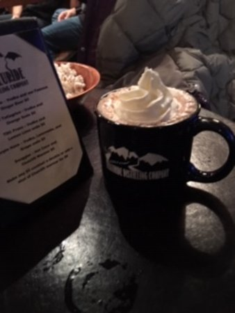 Telluride, Kolorado: Schnapps in an epic hot chocolate and whipped cream made behind the bar......fabulous