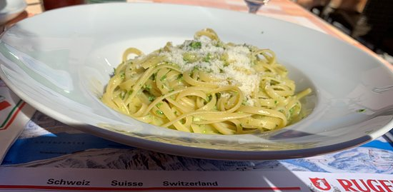 Arcobaleno: Linguini with pesto