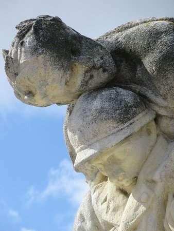 Monument aux morts: Détail du monument