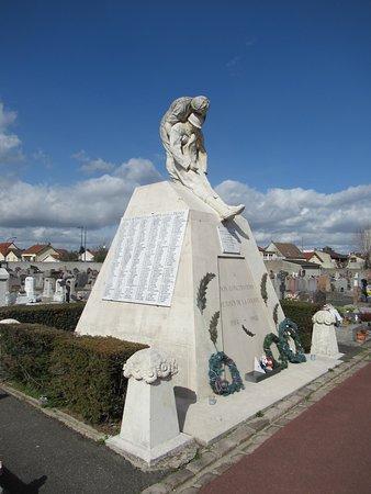 Monument aux morts: Le monument