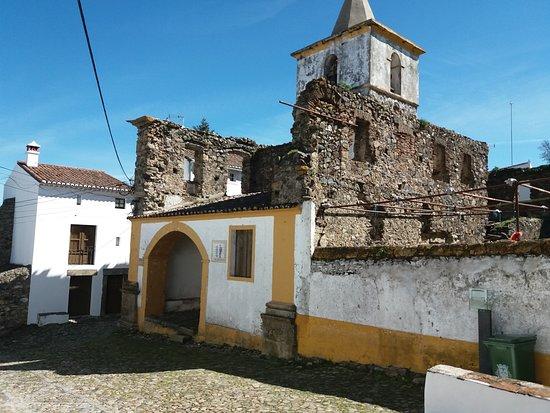 Castelo de Vide, Portugalsko: Largo da Senhora da Alegria-Memorial aos Moradores
