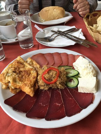 Divcibare, Serbia: Exelent food , extra tasty , lot of different types of meals , even for most choosing ones, if you are near stop by and try domestic specialites , enjoy