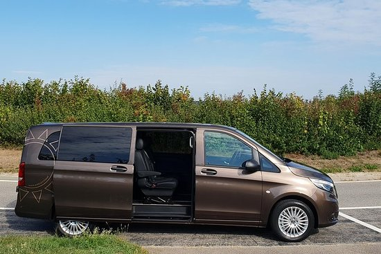 Private Arrival Transfer: from Geneva Airport to Geneva City: Private Arrival Transfer from Geneva Airport to Geneva City
