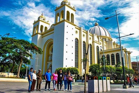 Layover tur San Salvador by og vulkan...