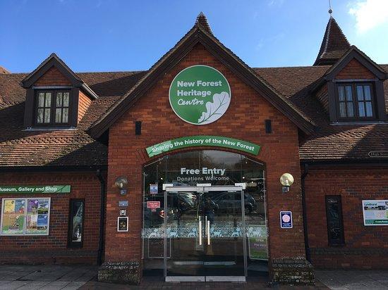 Lyndhurst, UK: Front of building