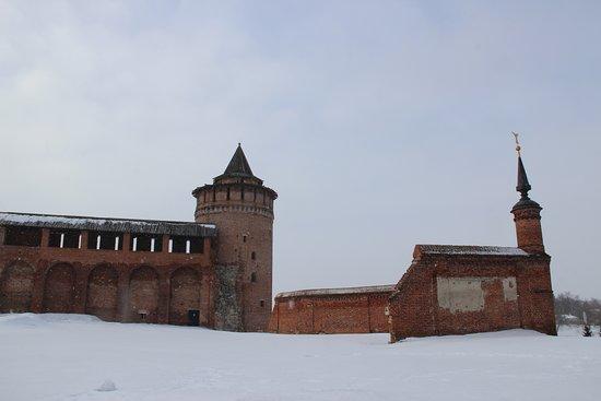 Razvaliny Steny Monastyrya s Bashney