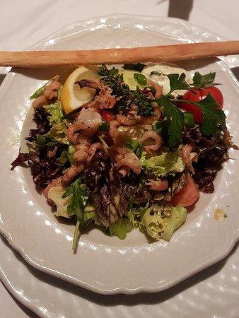 Dorum, Germany: Salat mit Krabben