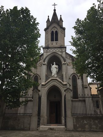 Parroquia San Patricio: Fachada exterior.