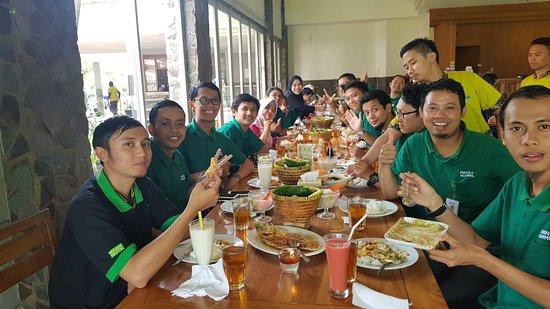 Telaga Seafood Cikarang: Acara kantor (Farewell Party)