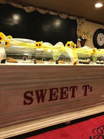Opp, AL: Bakery selection