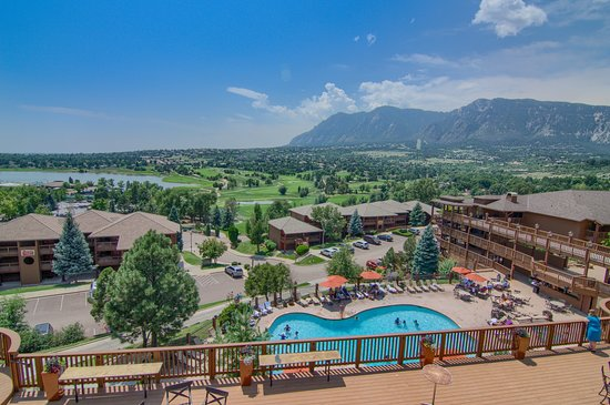 Cheyenne Mountain Resort Colorado Springs, A Dolce Resort: Heated Resort pool and hot tub overlooking the mountains