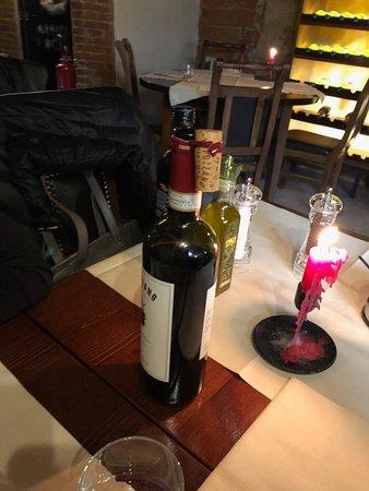 Tavolo senza coperto attaccato al nostro dal cameriere