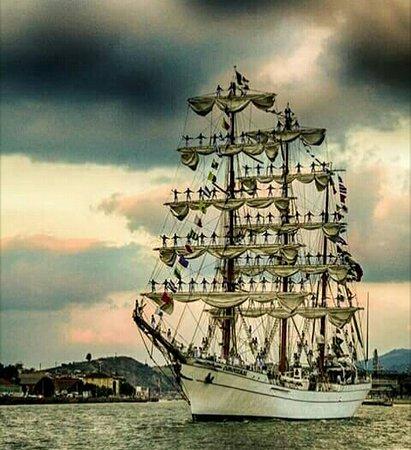 Sestao, ספרד: la Benedicta llegando a puerto.. Todo un espectáculo son bellísimas!! Agosto 2018