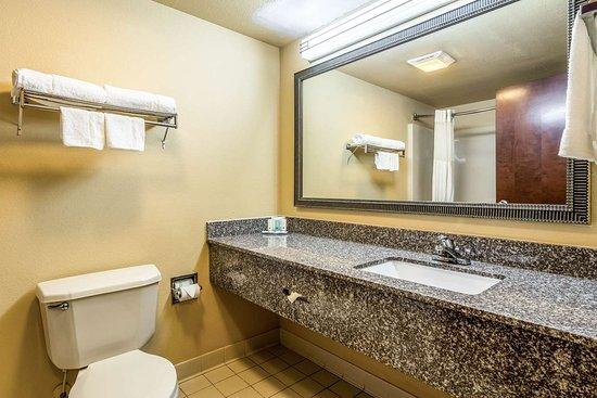 Sandersville, GA: Guest room with added amenities