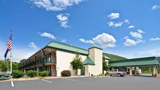 MH MountainView Covington VA Property Exterior