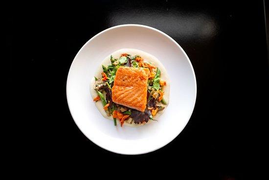 715 Restaurant : pan roasted salmon