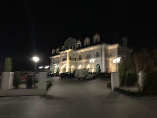 Włoszakowice, Polska: Sehr schönes Hotel!  Am Empfang freundlich empfangen, sehr saubere und geräumige Zimmer ( ein wenig hellhörig). Das Frühstück ist reichhaltig und es gibt einen guten Kaffee!