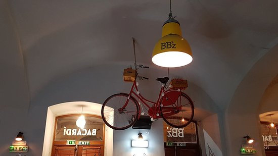 BB'z Bar & Grill: Quirky decor adds to the atmosphere