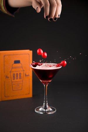 Sparkling Cranberry💥  #MocktailsofRomas #SparklingCranberry #romas #cafe #diner #varanasi #varanasidiaries #varanasifoodie #benarasi #benarasi #fooddrinks