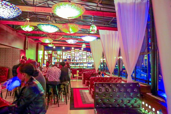Mama's Kitchen: Just opened this March 2019, Mama's Inn Rooftop Bar on 22 next to Yohannes Kitfo bet