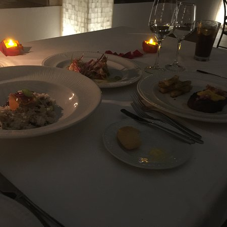 Private candle lit dinner planned by Carolina Paz and Pedro
