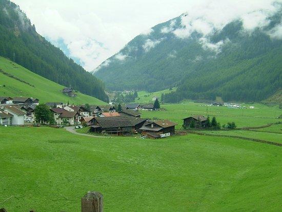 South Tyrol Dolomites, Italia: ALTO ADIGE-SUDTIROL-PAESAGGIO DA FAVOLA-FOTO MAURO PORTO TORRES-