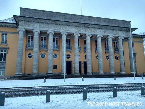 Historischer Landtag mit Dobbenwiese und Kaiserteich