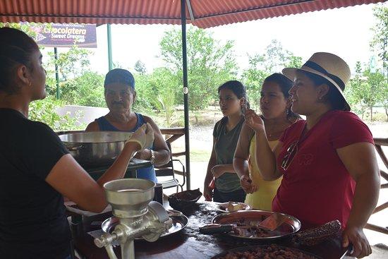 La Troncal, Equador: Demostración artesanal del chocolate