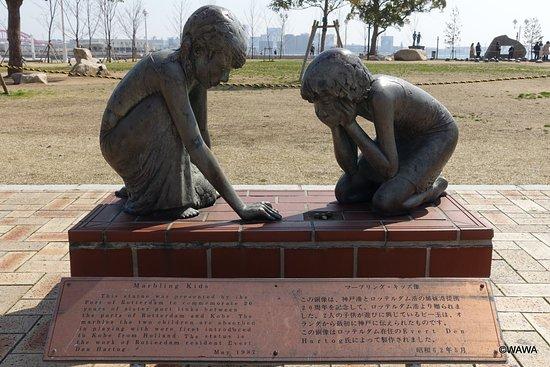 Marbling Kid Statue