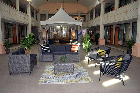 Carlstadt, NJ: Sitting area