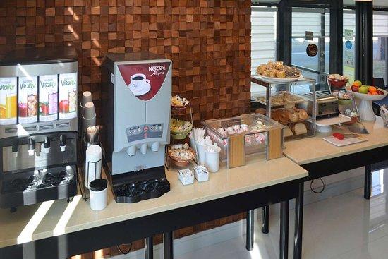 Carlstadt, NJ: Breakfast area