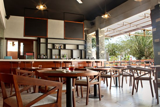 Aston Sunset Beach Resort : Coral Restaurant