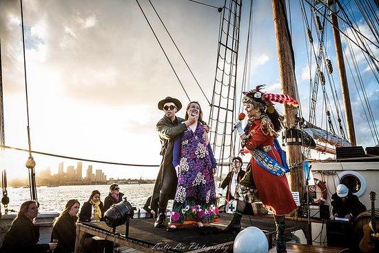 Ship Tease Burlesque Show sur le port...