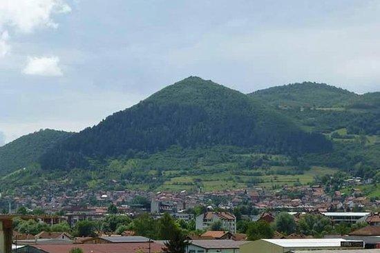 Smiley tour to Bosnian pyramid