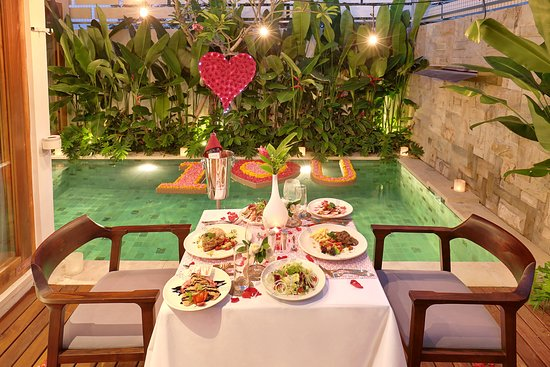 The Jimbaran villa offers romantic services such as flower decoration on the bed, private pool and Bathtub