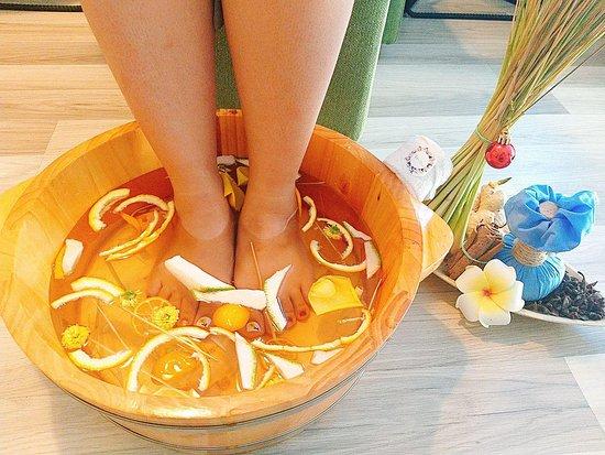 Herbal foot bath - 초본 발 목욕 - Picture of MyMia Spa Beauty & Clinic, Da Nang  - Tripadvisor