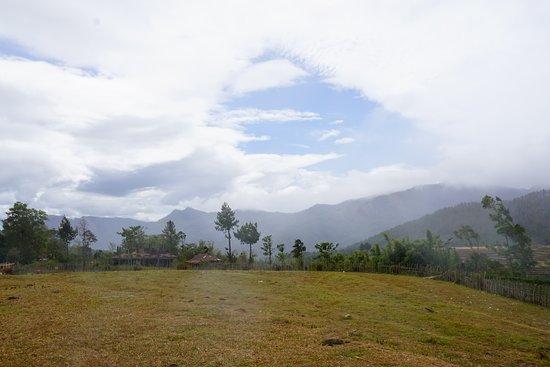 Malino, destinasi wisata dataran tinggi yang terdekat di dari pusat kota makassar , temukan banyak surga tersembunyi disini. let's explore and find the beautiful hidden place in here