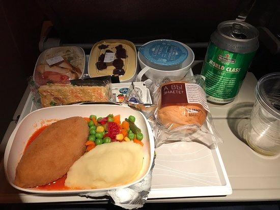 Emirates : Отличная мультимедиа система, вкусная еда, доступный алкоголь, много места для ног!