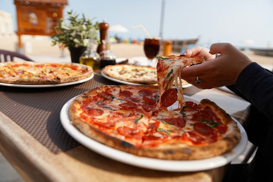 Al Wakra, Qatar: Grab your Pizza in a beautiful Sea view ambiance...