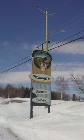Saint-Vallier, Canada: The sign in front of the fromagerie