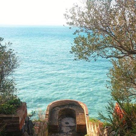 Palmi, Italia: Foto scattata da Giovanni Battaglia. Mostra la guardiola della villa Leonida Repaci, guardiola che offre un panorama mozzafiato.
