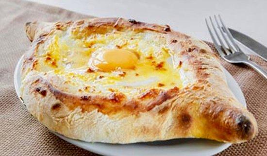 Snow Time Bar: Хачапури по аджарски — грузинское национальное мучное изделие, открытый пирожок с начинкой из сыра и яйца. 😋Это бесподобно😍