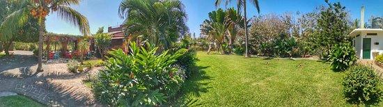 Jarretaderas, Mexico: Fachada y jardines