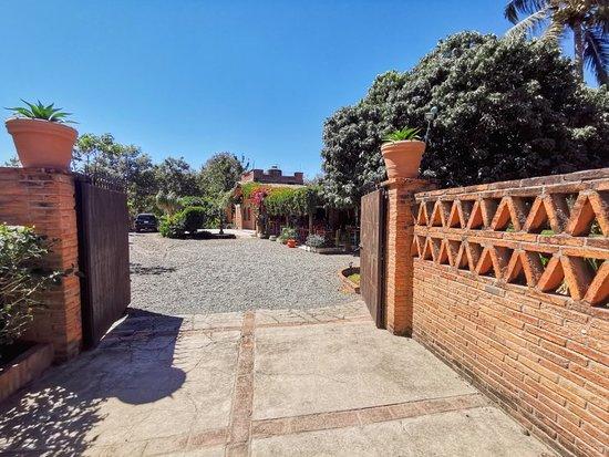 Jarretaderas, เม็กซิโก: Fachada y jardines