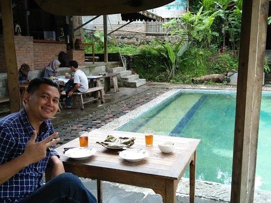 Di Turi Pamantani Kopi & Resto, habis makan bisa berenang