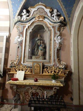 Castiglione Falletto, Italy: side chapel