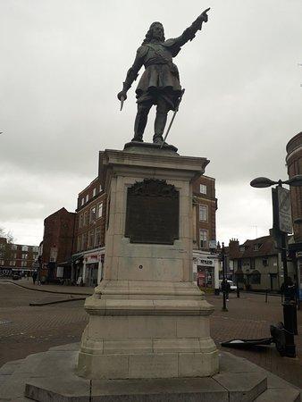 Aylesbury, UK: Fine  Statue